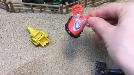妈妈拿小铲子挖宝贝,结果挖出好多东西,你喜欢哪一个呢?