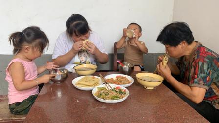 河南人这种饼你吃过吗?啥菜都能装,筋道弹牙,比吃大肉还过瘾!