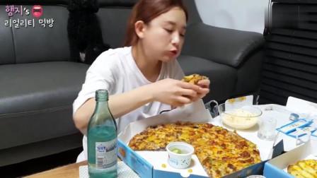 韩国吃播! 美女今天胃口不是很好, 点的披萨没吃多少呢!