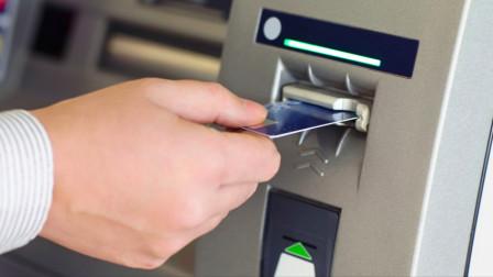 为什么银行工作人员,总是让储户在ATM存取款?答案万万没想到