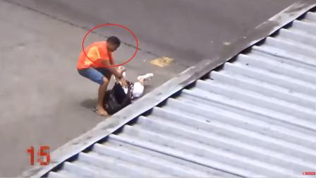 黑人犯罪分子,在巴西里约街头强抢东西,网友:当地没有警察?