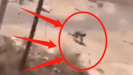 实拍叙利亚战场画面,车队遇袭,侥幸逃脱!