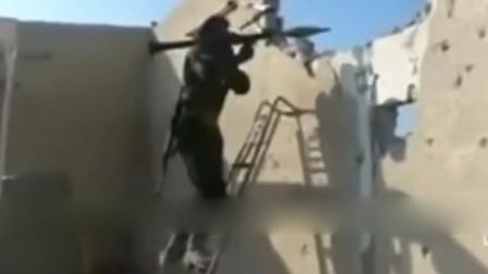 实拍叙利亚战场画面,为了发射RPG你也是够拼的!