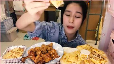吃播芦荟:吃榴莲披萨,网友:后边的拖鞋是认真的吗?