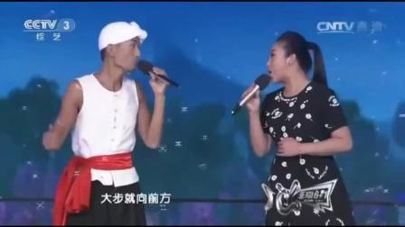 阿宝、张冬玲夫妻合唱《一路歌唱》俩人实力旗鼓相当,太般配了!
