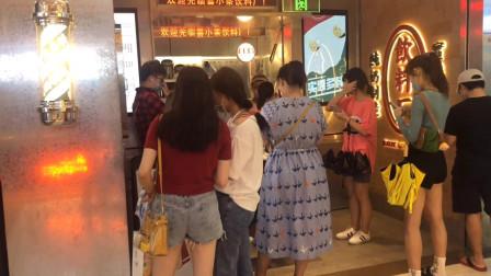 你喝过蛋糕做的奶茶吗?全国首家喜小茶,喜茶的子品牌在深圳