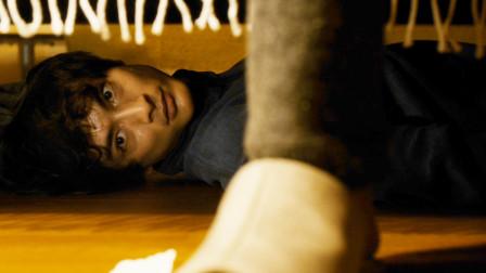 男子遇到初恋,每晚躲在她家床下,发现初恋不愿说话的秘密