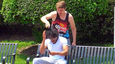 男子街边恶作剧,拿剃须刀剃行人头发,镜头拍下全过程!