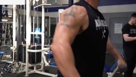 健身如何给三角肌热身?正确步骤如下