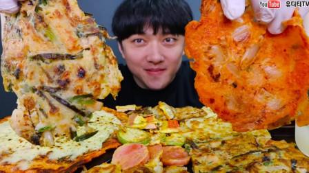 """韩国ASMR吃播:""""海鲜葱饼+泡菜饼+土豆饼+南瓜饼+豆腐饼+苏子叶饼"""",听这咀嚼音,吃货小哥吃得真馋人"""