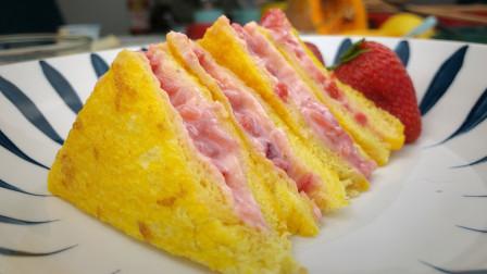 每一口都爆浆的草莓酸奶吐司,甜到你心里,想让谁给你做?