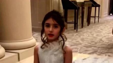 摩洛哥小公主天生丽质,穿上礼服就宛如洋娃娃,网友直呼:太好看了