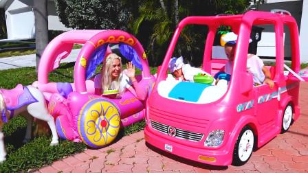 萌娃小可爱们开着野餐车给妈妈送了美味的蛋糕,小家伙们真是棒棒哒!