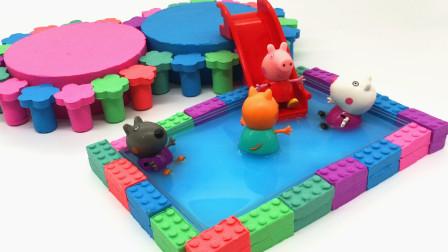 用太空沙建游泳池 小伙伴们快乐的玩耍