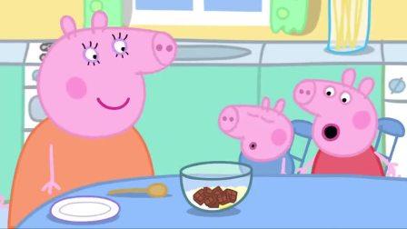 小猪佩奇猪妈喜欢巧克力蛋糕,佩奇也喜欢,还帮猪妈搅拌蛋糕
