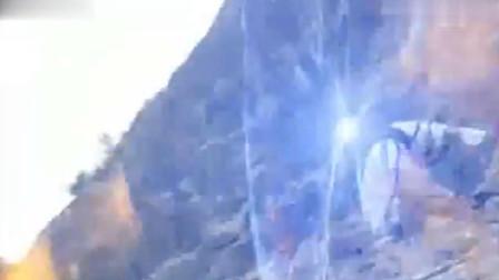 若萱抱着阿卑罗王,跳下悬崖,同归于尽
