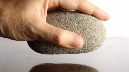 石头也可以吃?外国牛人奇思妙想,拿起一颗石头做成草莓蛋糕!
