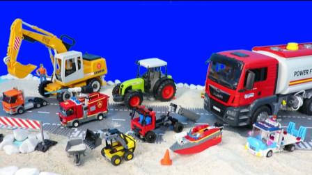 儿童趣味玩具乐园:吊车起吊快艇出海救援!