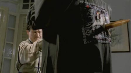 林正英的桃木剑用得真好,一剑串俩僵尸,太厉害了