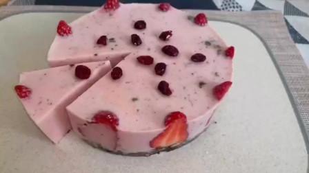 烘焙师都不愿意分享的不胖配方 无热量的草莓慕斯蛋糕,吃再多也不怕啦