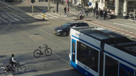 """""""无人驾驶""""的自行车,路人一脸不可思议,网友:妥妥的黑科技"""