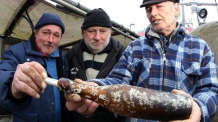 100年前的漂流瓶,意外被人捡到,打开后令人意外!