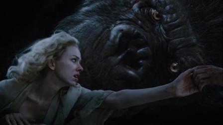 金刚对别人来说是凶猛的巨兽,对她,却温柔的守护者~