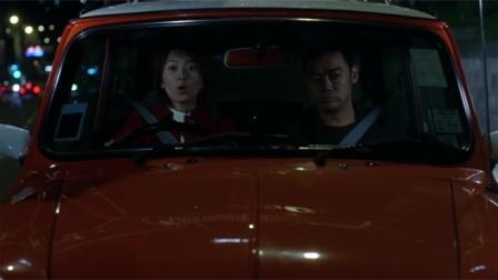 绝世好宾:新手女司机上路,遇到情况直接放手离开方向盘,太危险