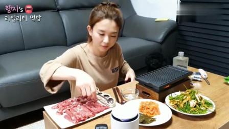 韩国吃播! 美女独自一人吃烤肉喝烧酒也很高兴, 这生活真惬意! (上)