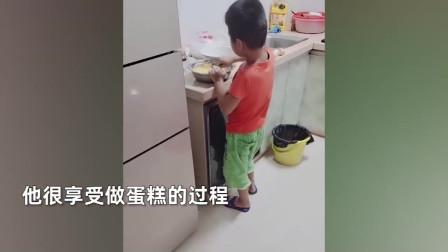 6岁小孩周末早晨敲父母房门,妈妈进厨房又惊又喜:一电饭锅蛋糕