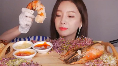 韩国美女吃的虾好大一只, 满口都是肉, 这太过瘾了!