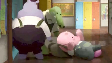 小猪被同学拖进了厕所,他根本不反抗