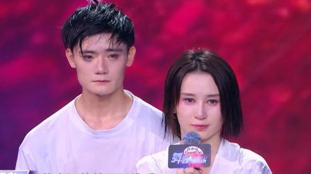 杨氏夫妇泪洒舞台互相告白,金星老师花式秀广告词功底 快剪  0808173146