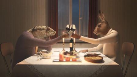 蛇妻子被野猪丈夫家暴,于是联手兔男友,将他做成猪排!