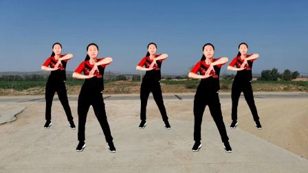 动感的音乐,左右摆髋,活动手臂活动腰部,舞出健康,跳出美丽