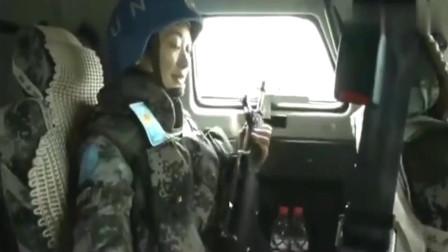 实拍解放军维和女兵荷枪实弹在非洲街头巡逻,这环境让人心疼