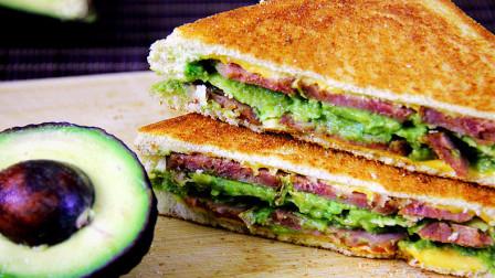 丝滑香浓,营养美味的牛油果早餐三明治