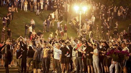 不满总统大选结果,白俄罗斯爆发街头抗议