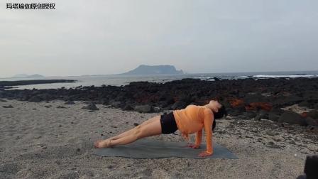沙滩上练瑜伽要注意啥?老师教你几个燃脂塑形体式,伴着海风真美