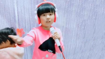 """韩甜甜这次""""飘了"""",演唱乌兰图雅的经典曲目,没成想惊艳众人"""
