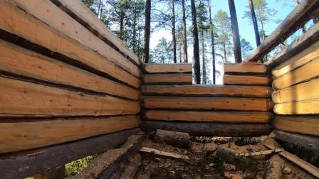 我们正在为冬季到来在建立一小屋