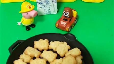 佩奇帮熊大照顾小熊,佩奇给小熊什么都不吃,原来是要吃小熊饼干