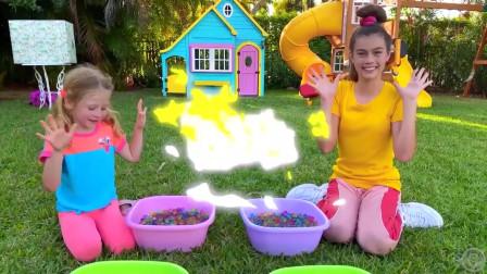 萌娃小可爱和姐姐举办了一场有趣的比赛,小家伙们玩得可真是开心啊!