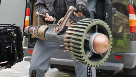大叔创造出一个时间武器,可以偷走别人的时间,加到自己的身上!