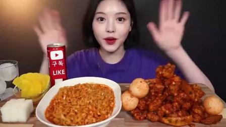 韩国吃播:美食吃货 香辣炸鸡+芝士球+火鸡面的吃播