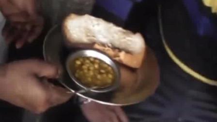印度朴实无华的烤面包套餐,好家伙都不加玛莎拉了!