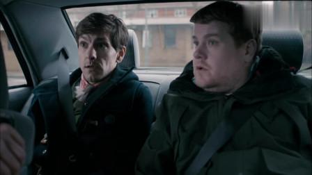 误打误撞:英国特工在线下蛊,俩小伙被帅到当场叫爸爸!