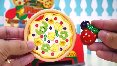 小猪佩奇去制作了美味的披萨呢!