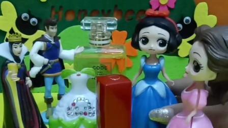 白雪过生日,王子和皇后还有贝儿都给白雪送来了礼物,小朋友们快点送白雪一个蛋糕吧!
