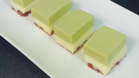 冰凉丝滑的抹茶红豆奶糕